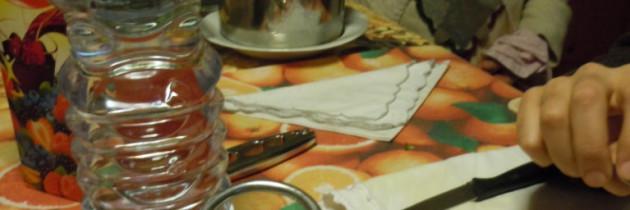 Babcia Maria faszeruje makaron