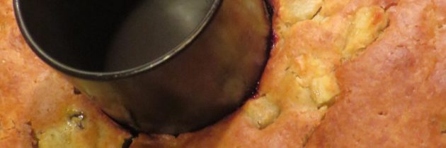 Na deser: żytnie ciasto jabłkowe z rodzynkami i żurawiną