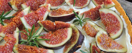 Słona tarta z mascarpone, figami i rozmarynem