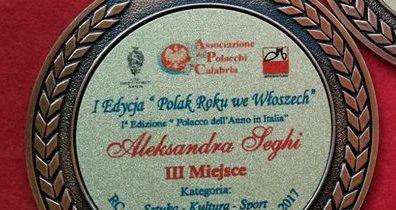 """Medal w konkursie """"Polak Roku we Włoszech""""."""