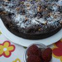 Ciasto czekoladowe z malinami i orzechami włoskimi