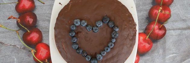 Puszyste ciasto z dżemem jagodowym na Walentynki