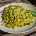 Viva la pasta! cz.79: Tagliatelle z cukinią i pesto