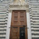 Rzeźba della Robbi już nie w blasku świateł, ale na swoim dawnym miejscu