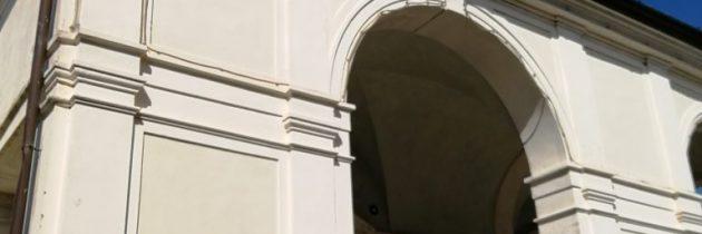Valdibrana i naklejki w kościele
