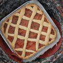 Kruche ciasto (crostata) z jabłkami i śliwkami