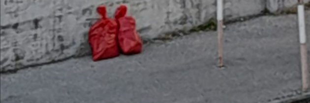 Śmieci w czerwonych workach, zarządzenie dla chorych na Covid-19