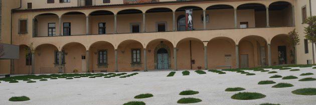 Żegnaj papierowy dowodzie osobisty i zmiany przed Palazzo Fabroni