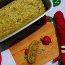 Półżytni chleb z liśćmi rzodkiewki i sezamem
