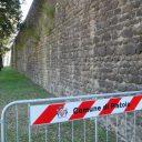 Stare mury Pistoi w rozsypce