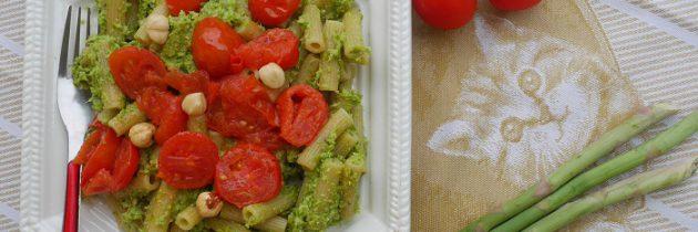 Sedanini z pesto szparagowym i pomidorkami