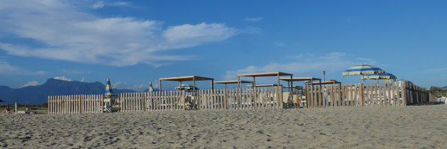 Torre del Lago i plaża dla psów i ich właścicieli