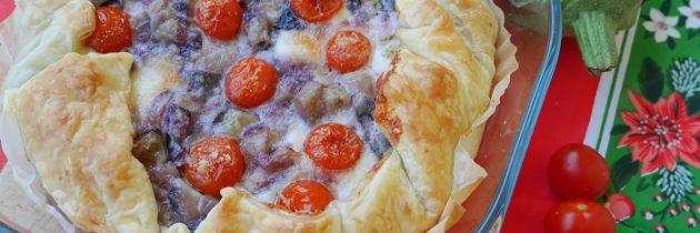 Słone ciasto z bakłażanem, cebulą i pomidorkami czereśniowymi