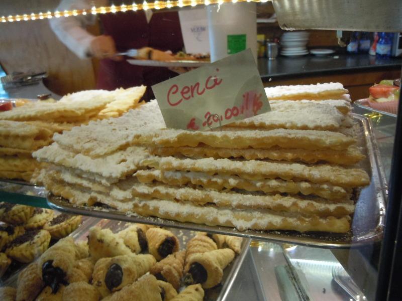Cukiernia w Pontassieve, faworki: 20 euro za kilo