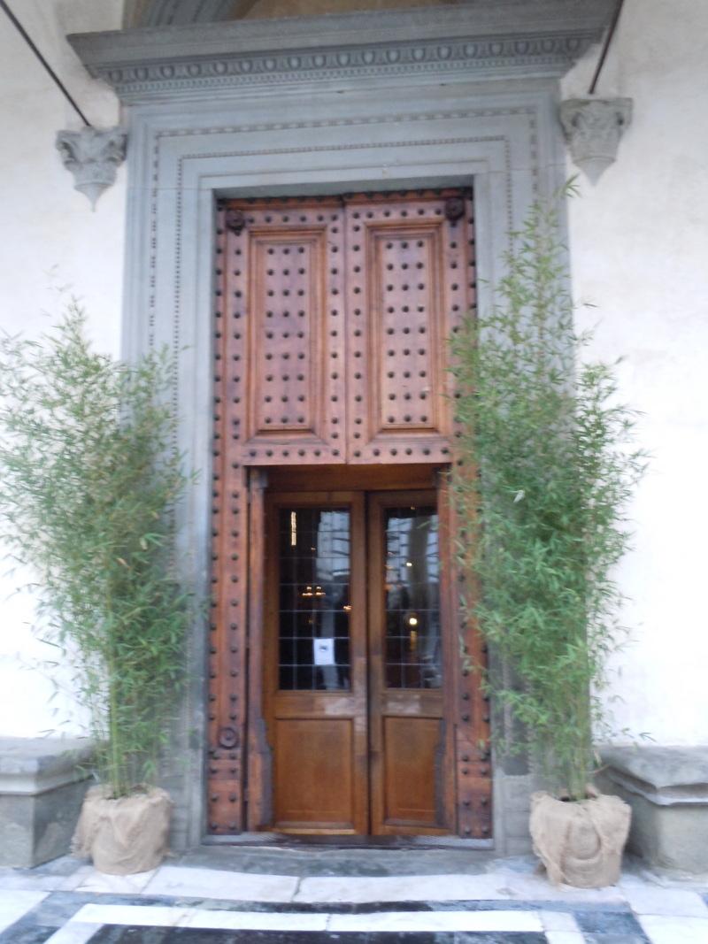 drzwi_wejsciowe_do_bazyliki_pistoia_toskania