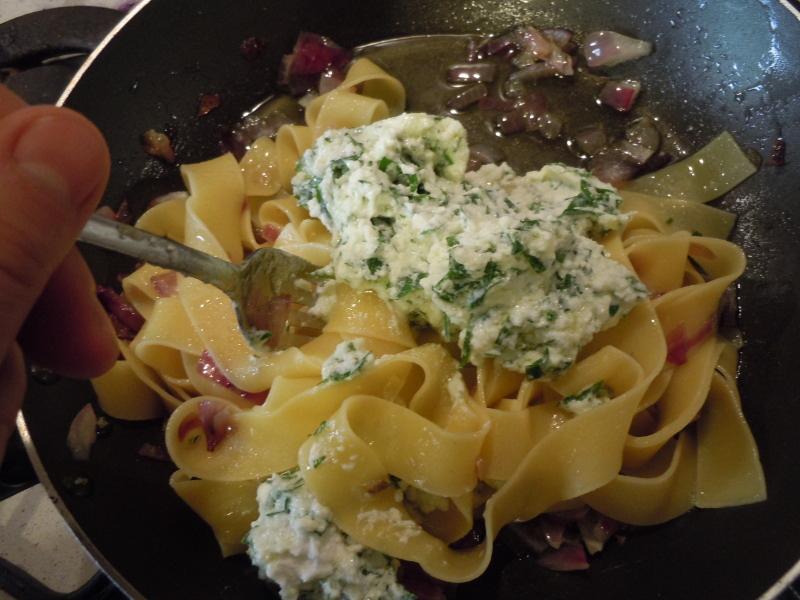 mieszanie_ricotty_z_makaronem_kuchnia_toskanska