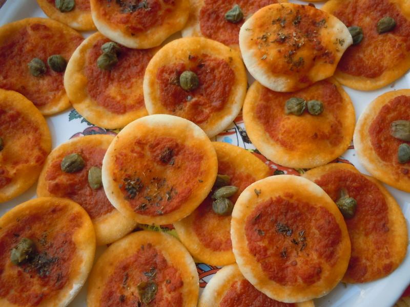 Pizzetki z kaparami lub oregano