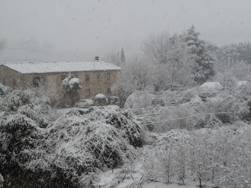 toskanski_dom_wiejski_w_sniegu_moja_toskania