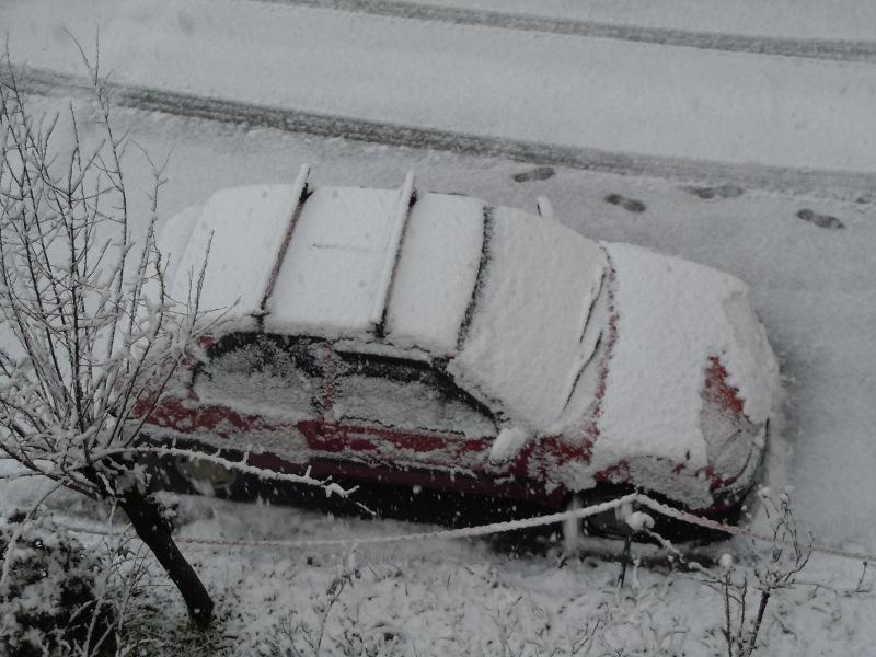 zasniezony_samochod_moja_toskania