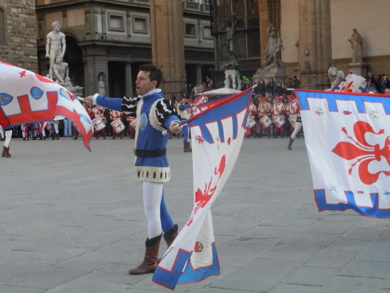pan_powiewajacy_flagami_florencja_moja_toskania