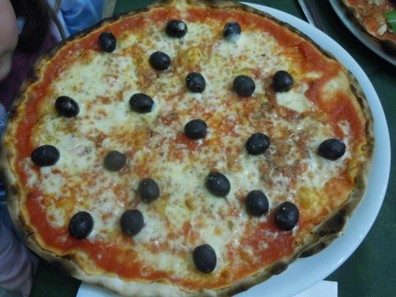 pizza_z_oliwkami_moja_toskania_pistoia