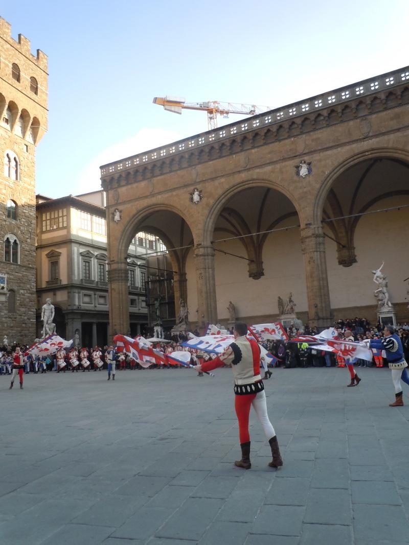 powiewajacy_flagami_florencja_moja_toskania
