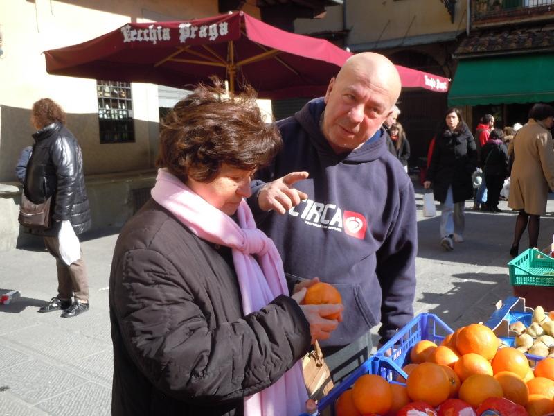 tesciowa_kupuje_na_targu_pistoia_moja_toskania