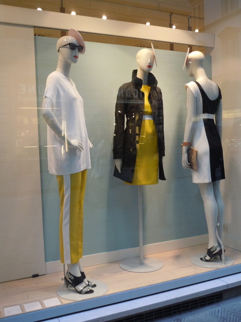 czy podobaja sie wam te przykrotkie zolte spodnie z bialym pasem?