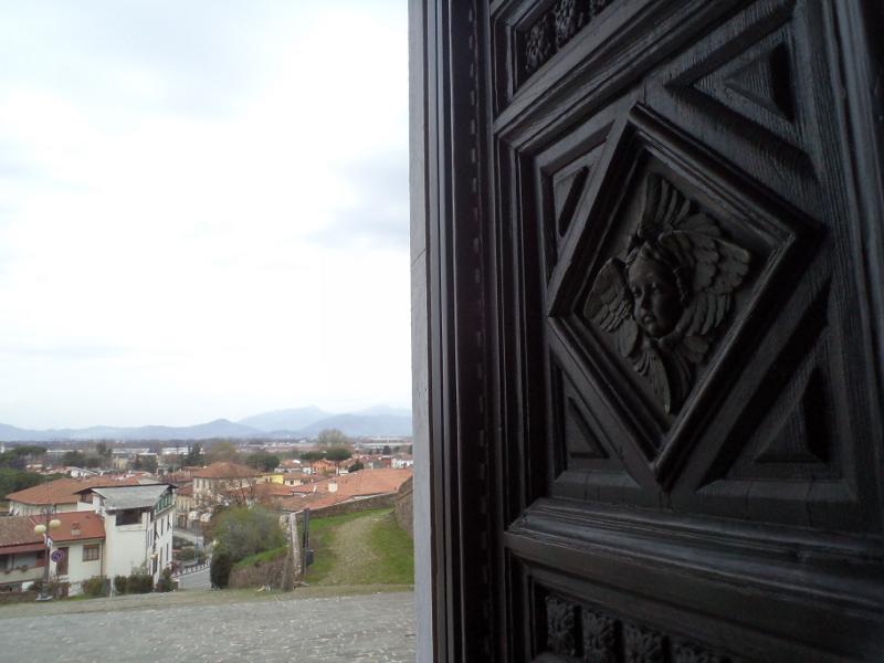drzwi_kosciola_porcari_moja_toskania