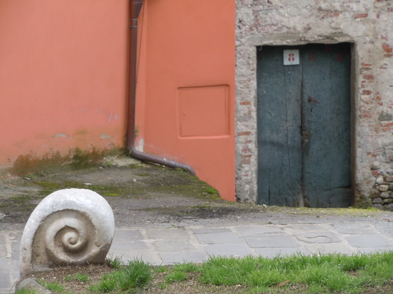 drzwi_z_kamieniem_lukka_lucca_moja_toskania