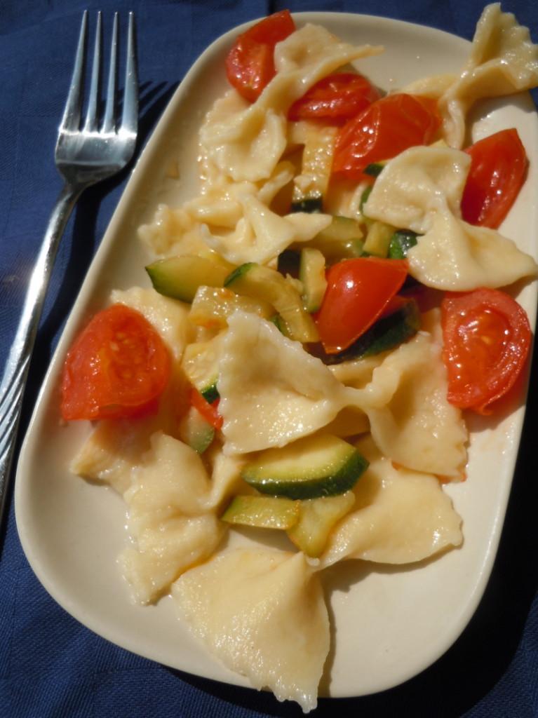 farfalle_kokardki_z_cukinia_pomidorkami_moja_toskania