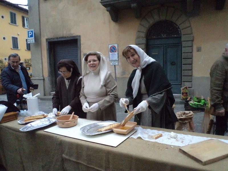 montecarlo_czestowanie_chlebem_moja_toskania