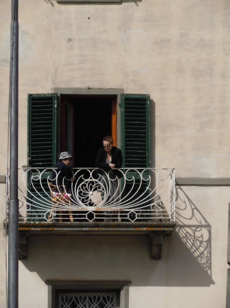 obserwowanie_parady_z_okna_moja_toskania_san_casciano