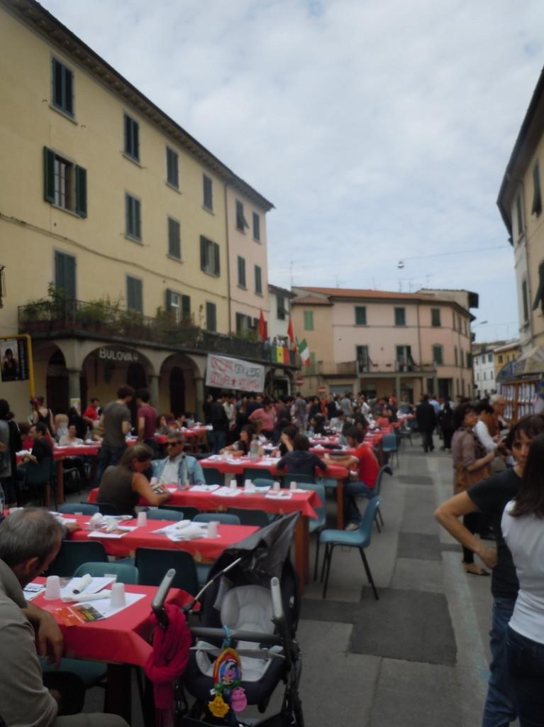 oczekiwanie_na_jedzenie_pistoia_moja_toskania