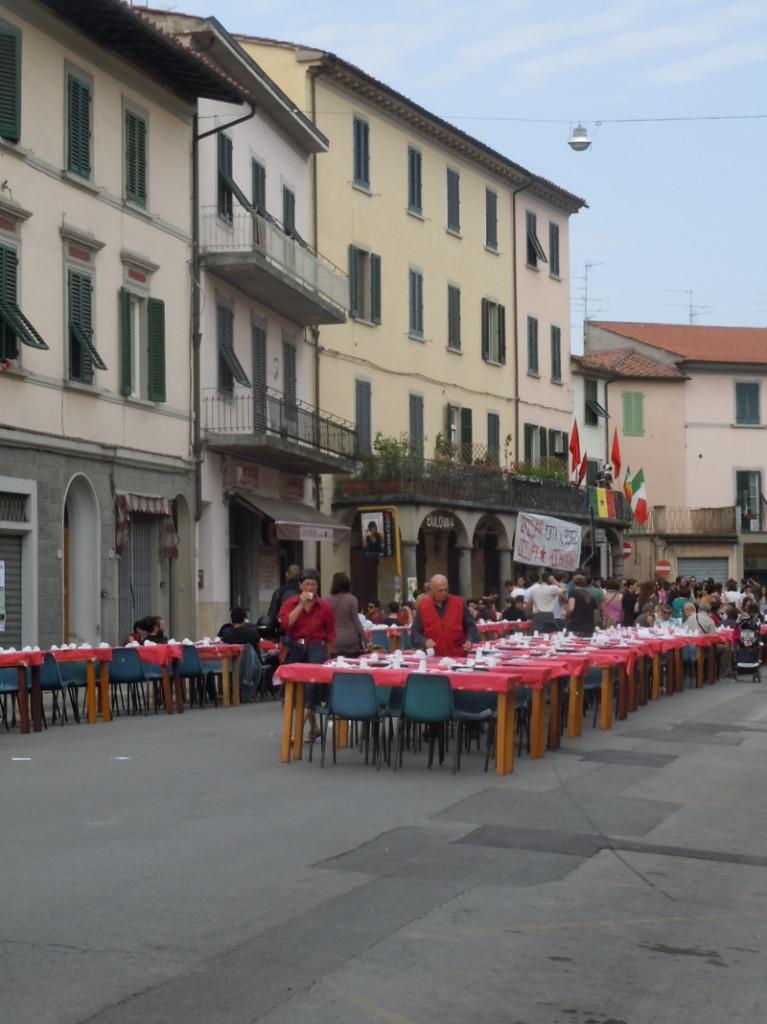 stoly_na_ulicy_pistoi_moja_toskania