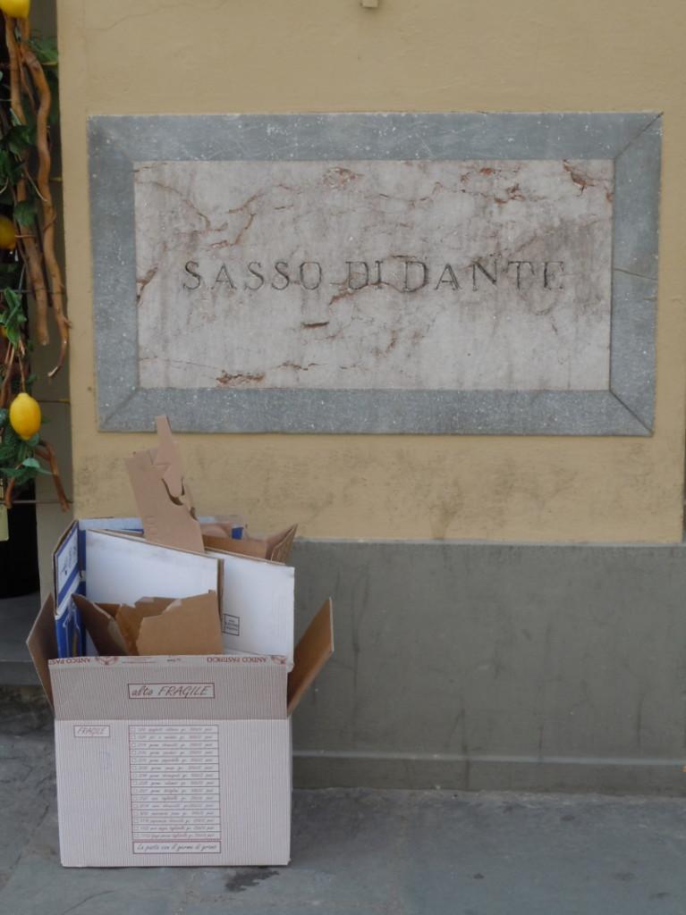 kamien_dantego_ze_Smieciami_moja_toskania_florencja