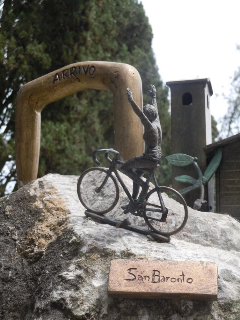 pomnik_z_rowerzysta_moja_toskania_san_baronto