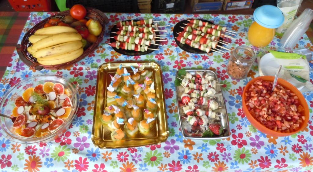 stol_z_salatkami_owocowymi_moja_toskania