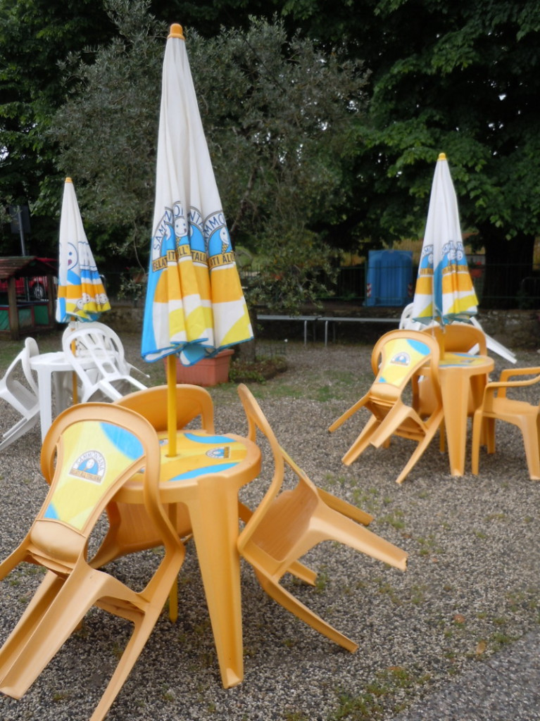 zamkniete_parasole_bar_valdibrana_moja_toskania