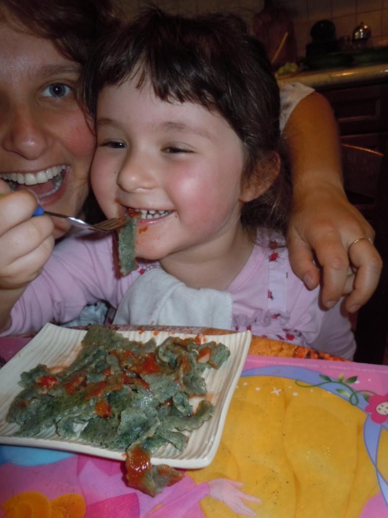 jedzenie_makaronu_z_pokrzywami_aleksandra_seghi