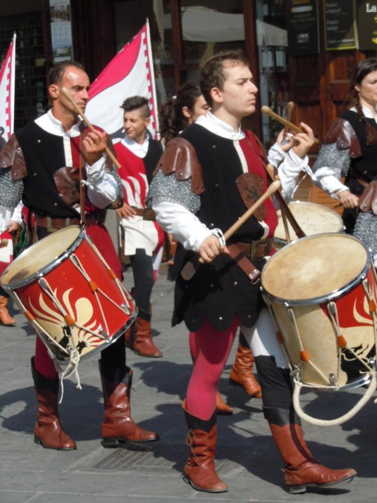 grajacy_w_paradzie_historycznej_moja_toskania_pistoia