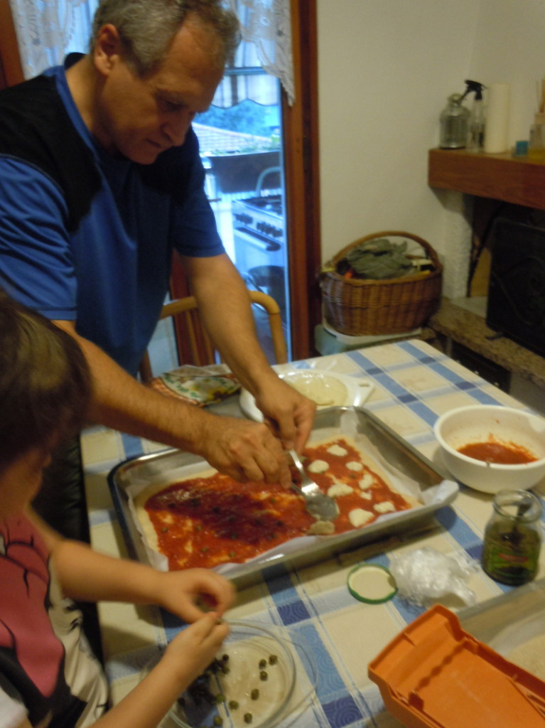 moreno_kladzie_mozzarelle_na_pizze_moja_toskania