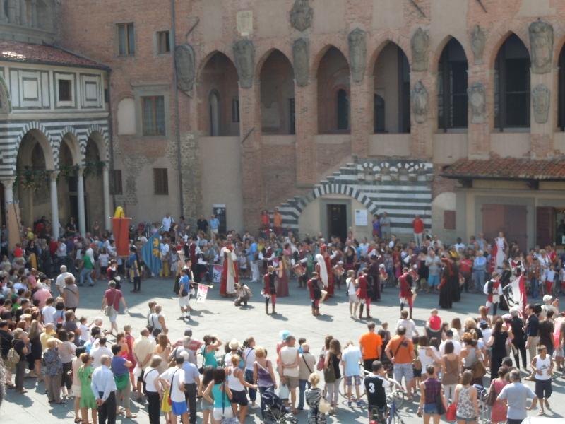 parada_historyczna_wchodzi_do_katedry_moja_toskania_pistoia