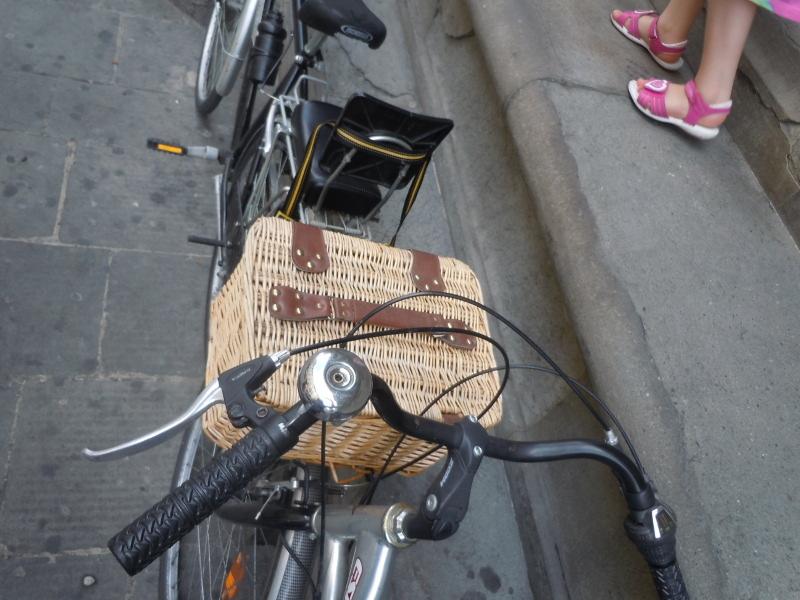 rower_z_koszyczkiem_wiklinowym_moja_toskania_pistoia