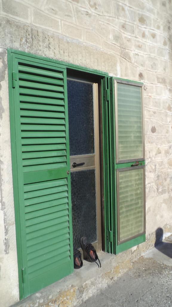 buty_przed_drzwiami_stiappa_moja_toskania
