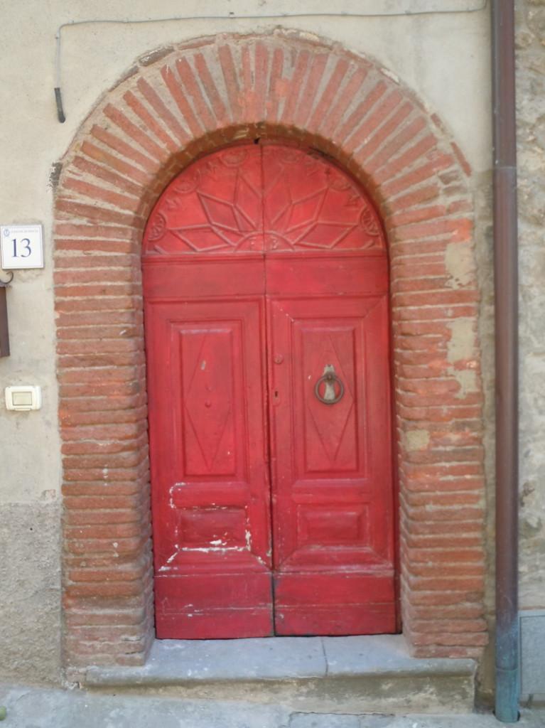 czerwone_drzwi_toskanskie_moja_toskania_san_quirico