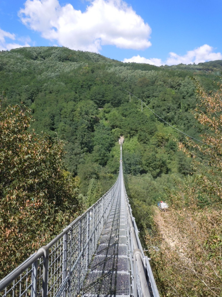 pusty_podwieszony_most_moja_toskania