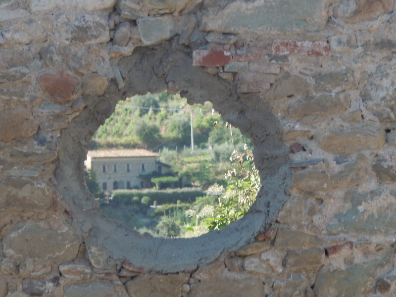 widok_przez_okno_kosciola_castelvecchio_di_pescia_moja_toskania