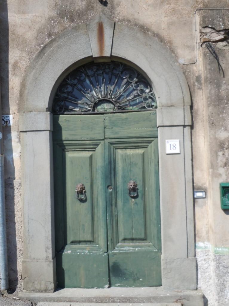 zielone_drzwi_moja_toskania_castelvecchio_di_pescia