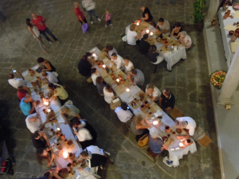 kolacja_sredniowieczna_z_gory_moja_toskania_badia_a_pacciana